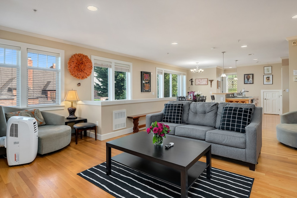 Seattle Vacation Home: Out of Africa