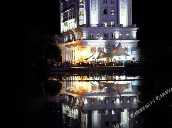 Garden Lakefront Sego International Hotel