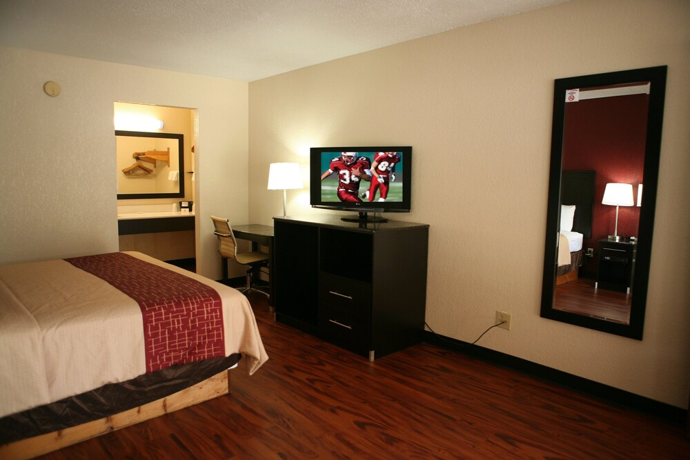 Gallery image of Red Roof Inn & Suites Cave City