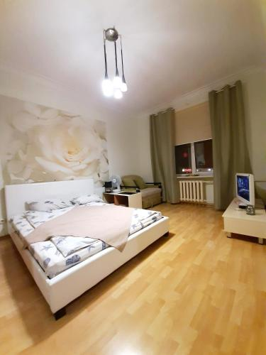 Apartment Near Park Chelyuskintsev Metro Station