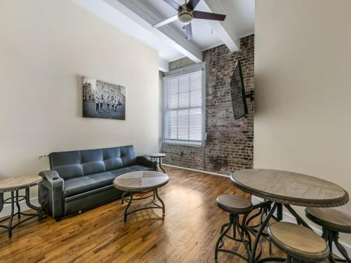 Gorgeous Condos Steps from French Quarter and Harrah s St.