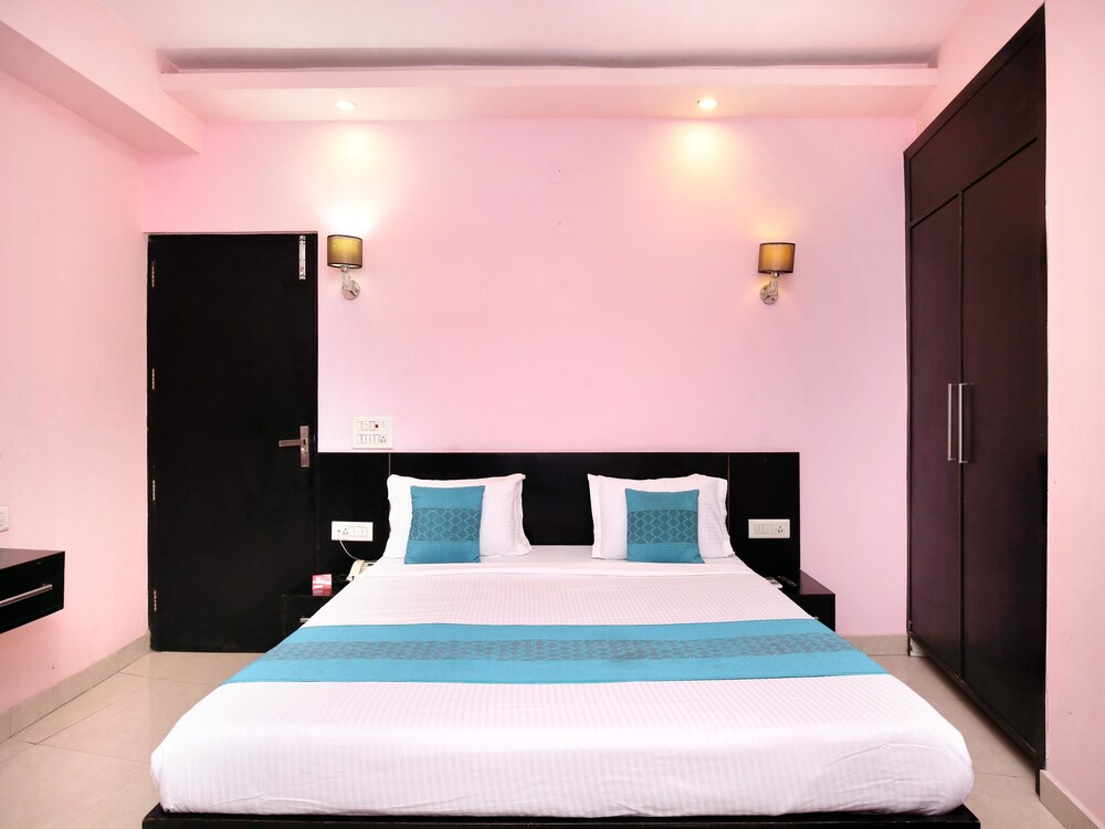 Gallery image of Oyo 14657 Hotel Dee Sons