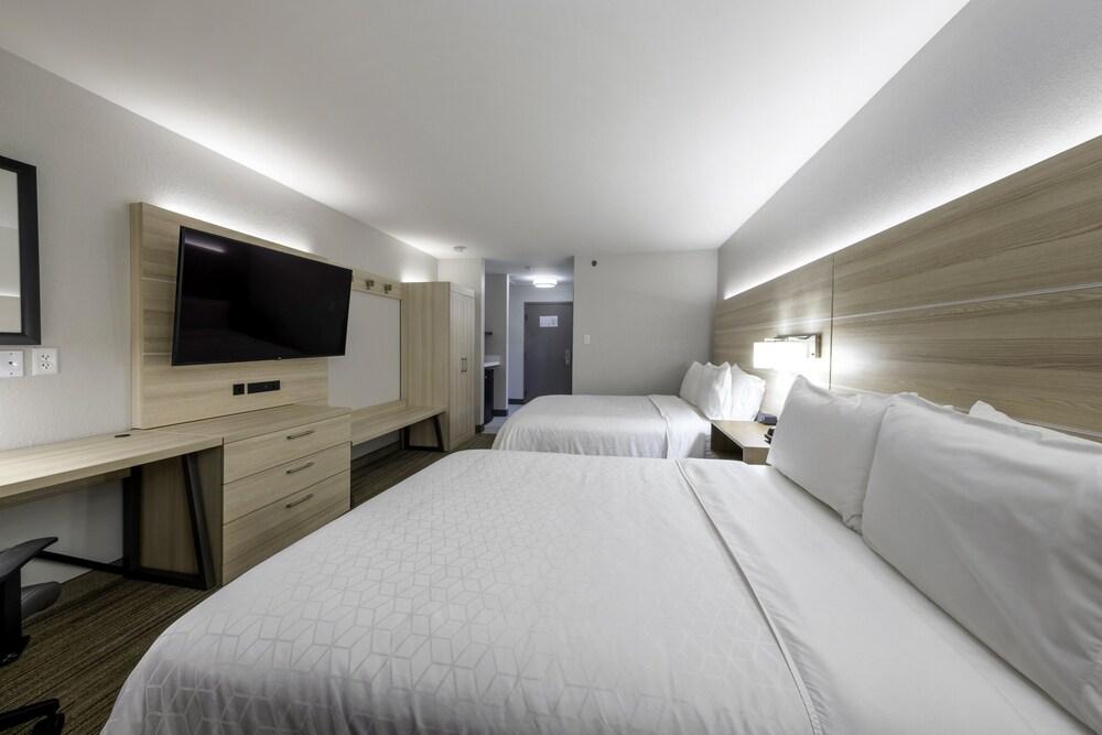 Gallery image of Holiday Inn Express Hotel & Suites Petersburg Dinwiddie