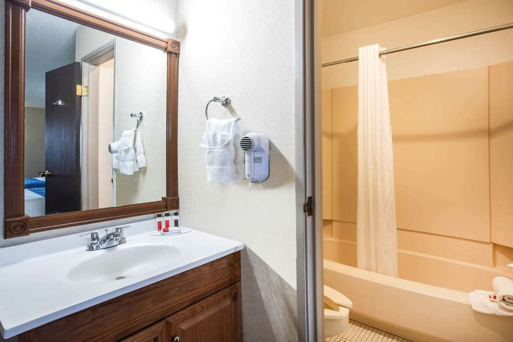 Gallery image of Travelodge by Wyndham Colorado Springs Airport Peterson AFB