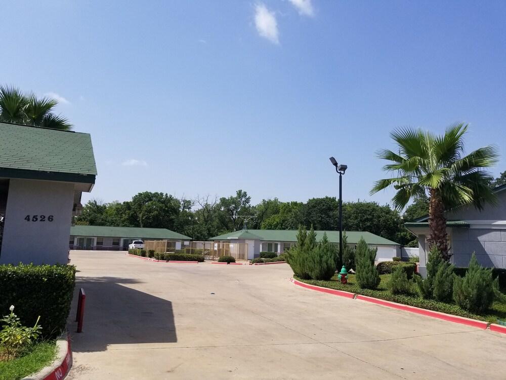 Gallery image of Haltom Inn