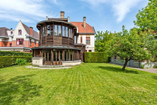Exclusive Loft style apartment with garden & terrace