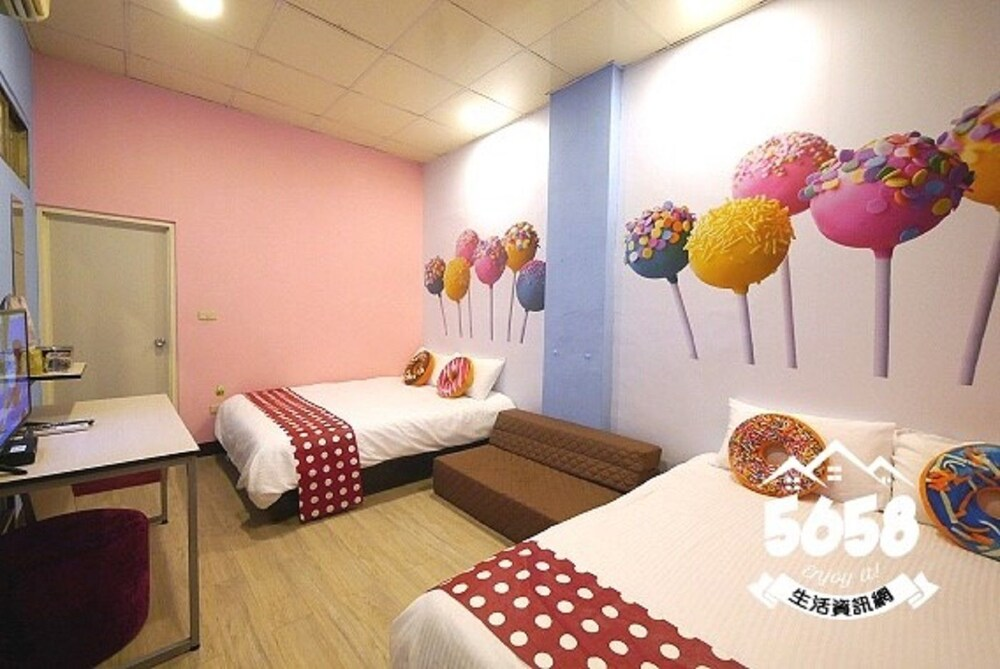 Gallery image of Candy house