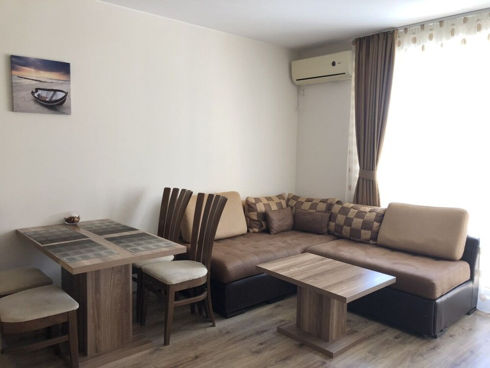 Gallery image of Ravda Apartments