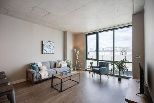 Spacious Loft Amenitized Building
