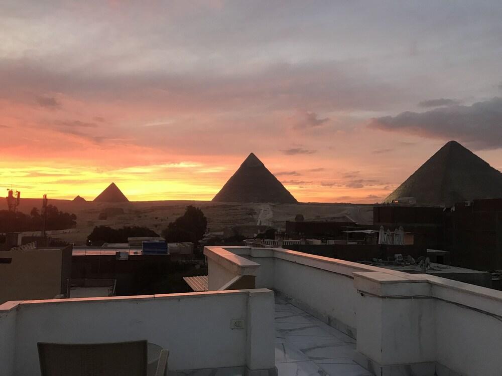 Sunshine Pyramids View Inn
