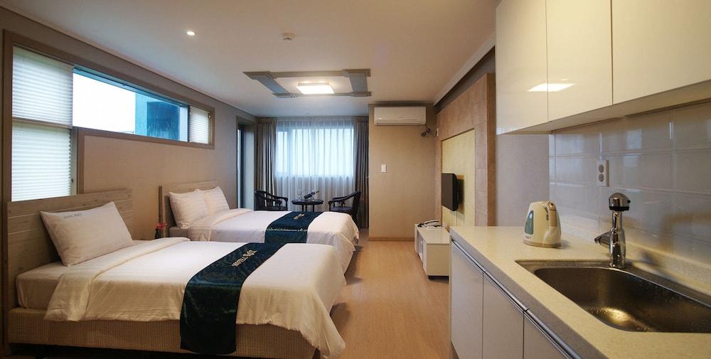 R & T Hotel