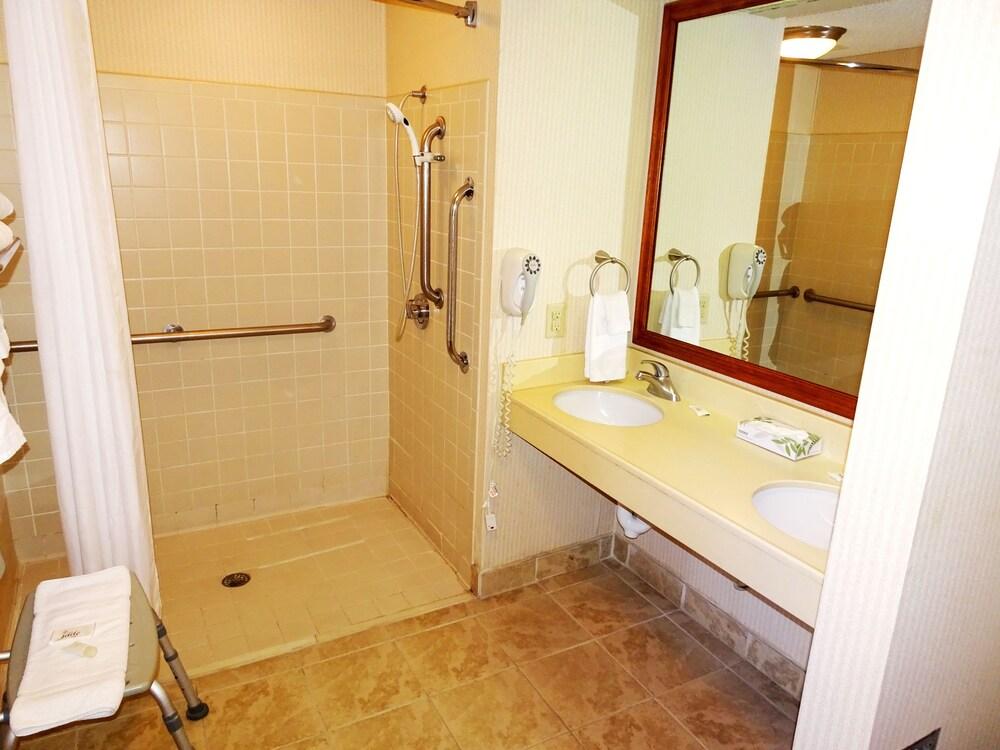 Gallery image of HomeTown Inn & Suites