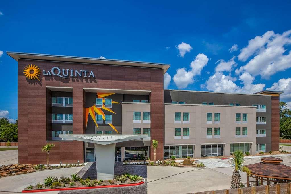 La Quinta Inn & Suites by Wyndham Houston East at Sheldon Rd