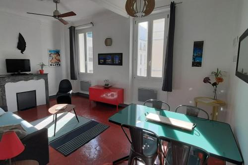 Beautiful and traditional flat close to Old Port in Marseille Welkeys