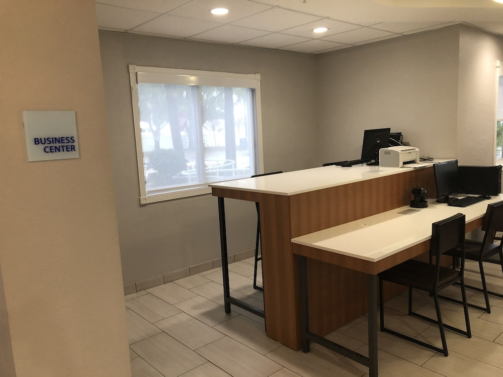 Gallery image of Holiday Inn Express & Suites West Palm Beach Metrocentre
