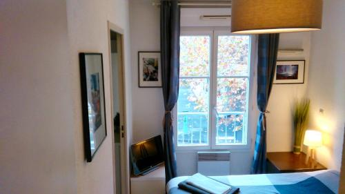 Lez Holidays Suite with Private bathroom and Free parking