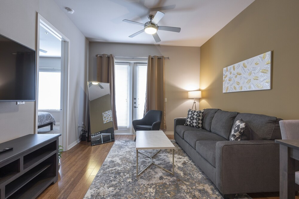 Luxurious King Sized BED MED Center Fully Equipped Condo