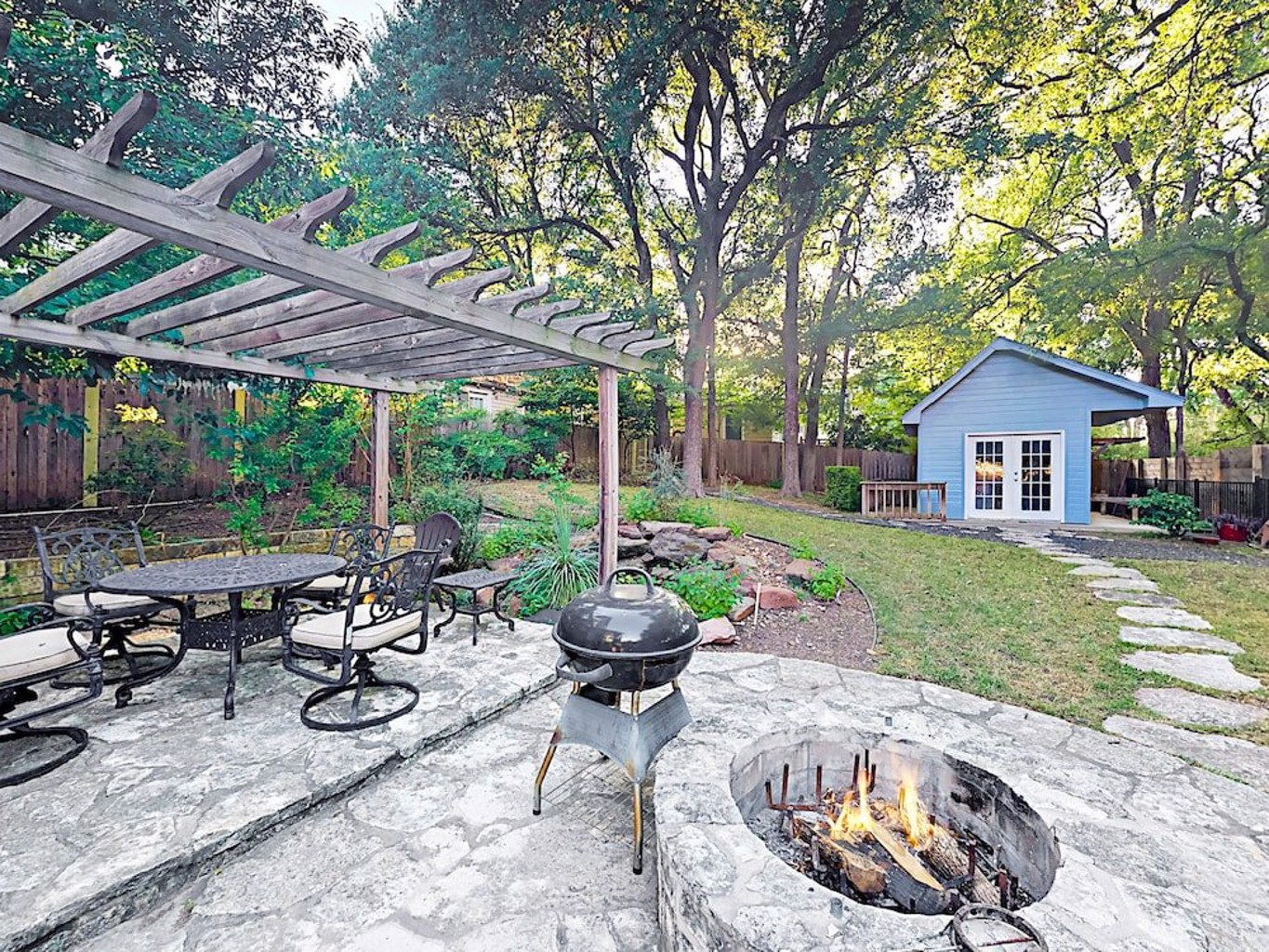 3BR 2BA Walk to Barton Springs Road by RedAwning