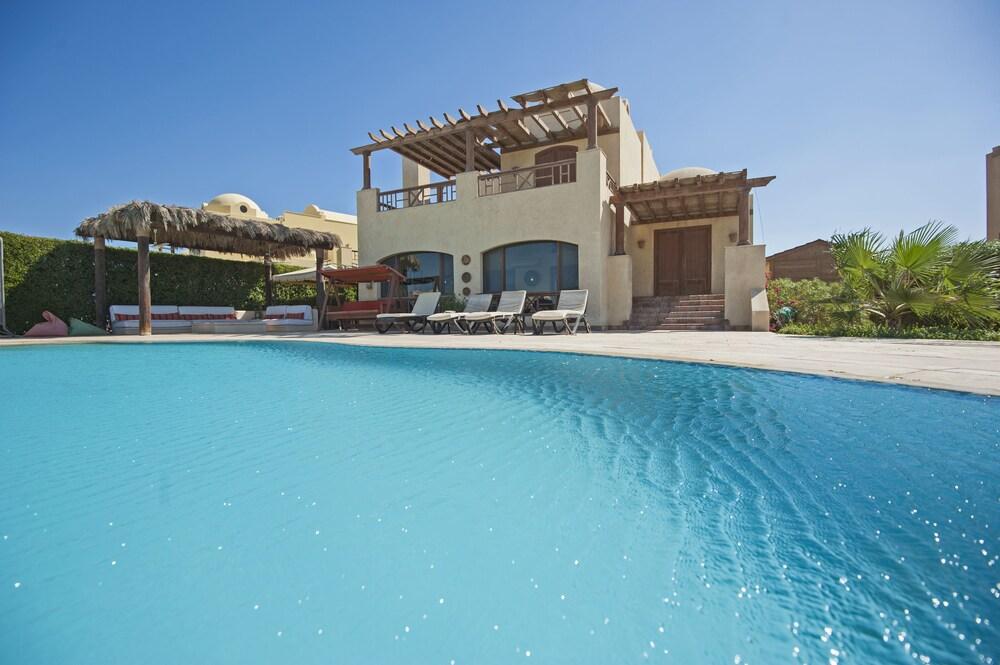 Beachfront El Gouna Villa with Pool Sabina Y144