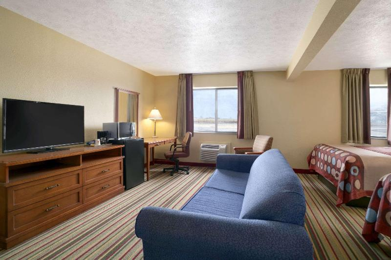 Gallery image of Super 8 by Wyndham Park City North Wichita Area
