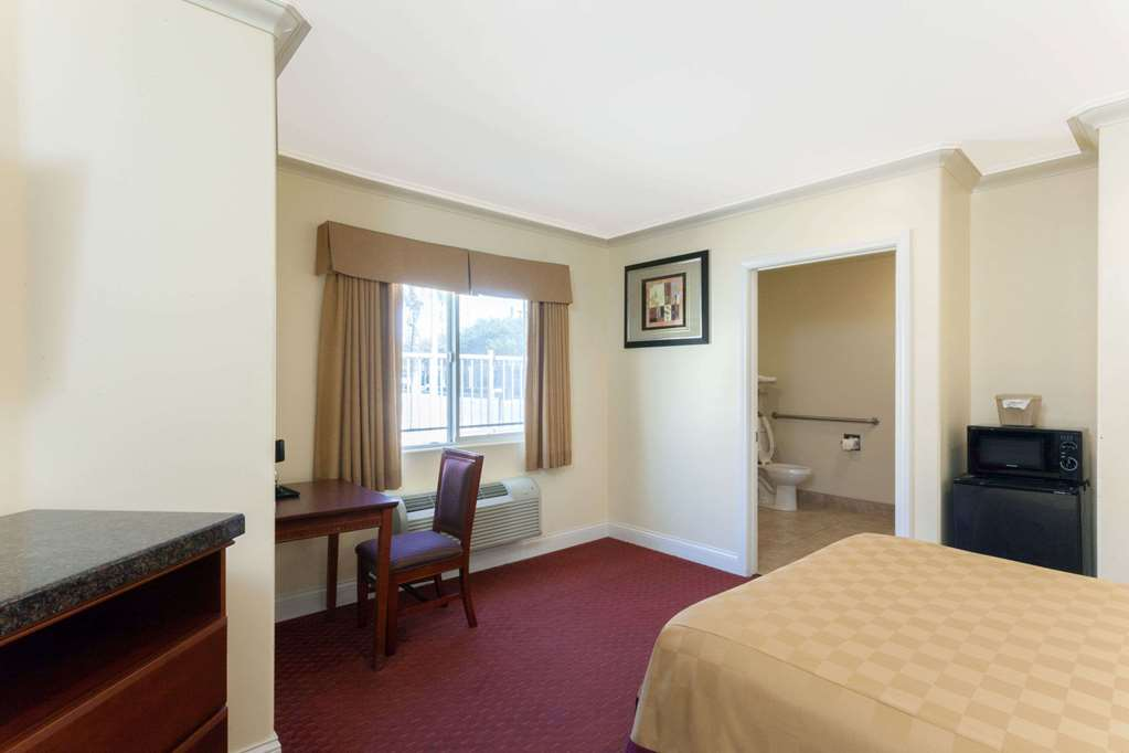 Gallery image of Travelodge by Wyndham Brea