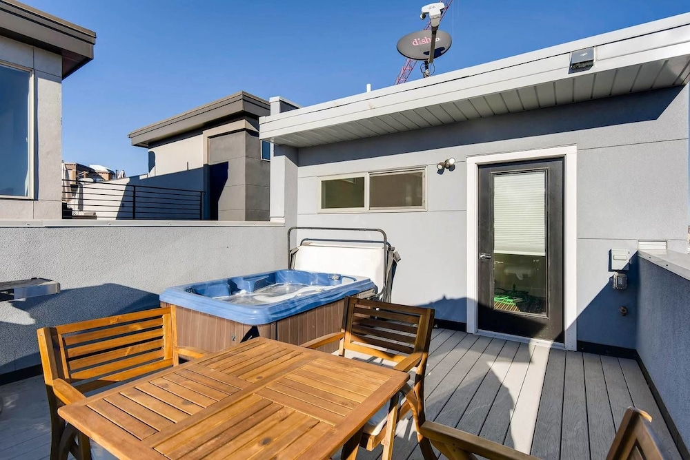 The Highland Square Experience Lohi Townhome With Hot Tub
