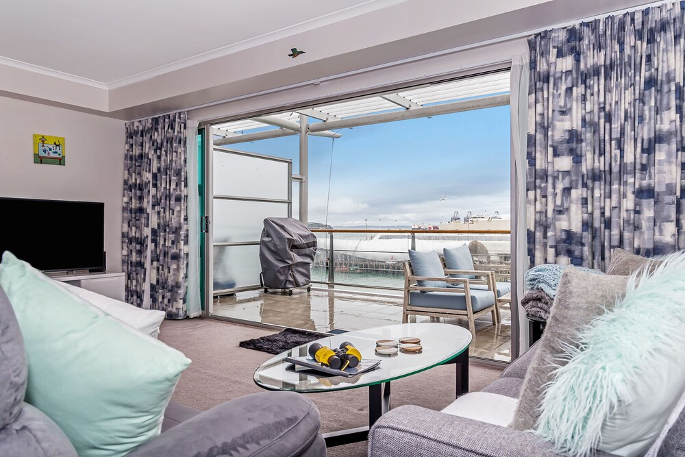 Princes Wharf 1BR Comfortable Luxury
