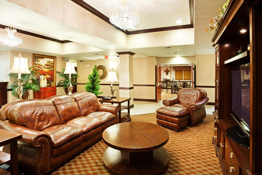 Gallery image of Holiday Inn Express & Suites Carrollton