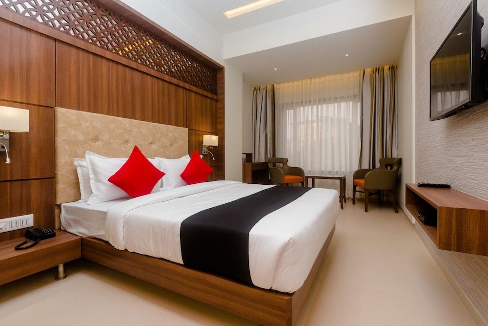 Capital O 28004 Hotel Mathoshree
