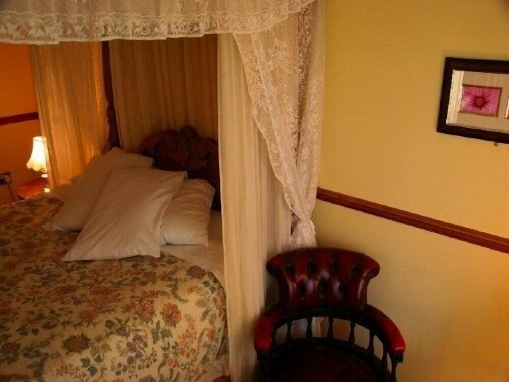 Gallery image of Chequers Inn Hotel