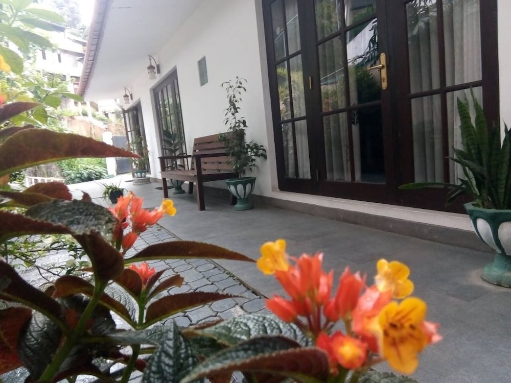 Kandy Waters Hotel