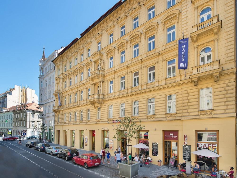 Ea Hotel Manes