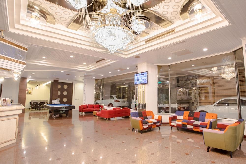 Mou Hotel Luchuan