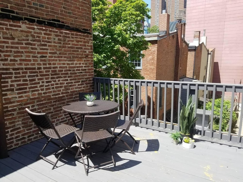 City Center Gorgeous Apartment With Deck