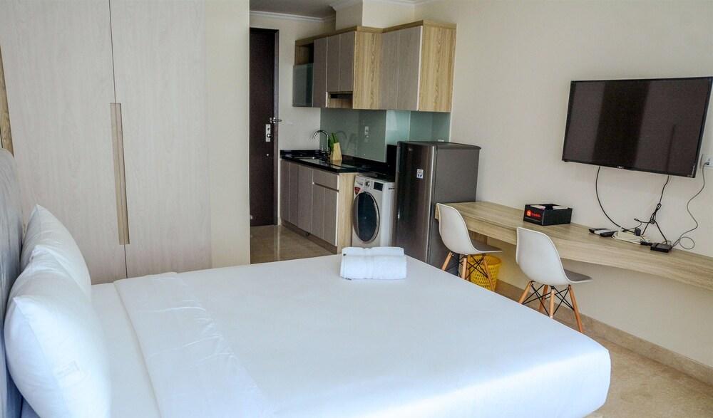 New Studio Menteng Park Apartment with City View