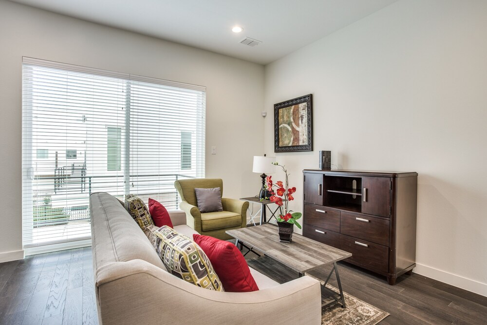 Modern Dallas TownHome 2 BR fully furnis