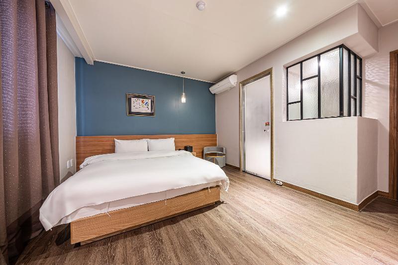 Western River Gangseo Hotel