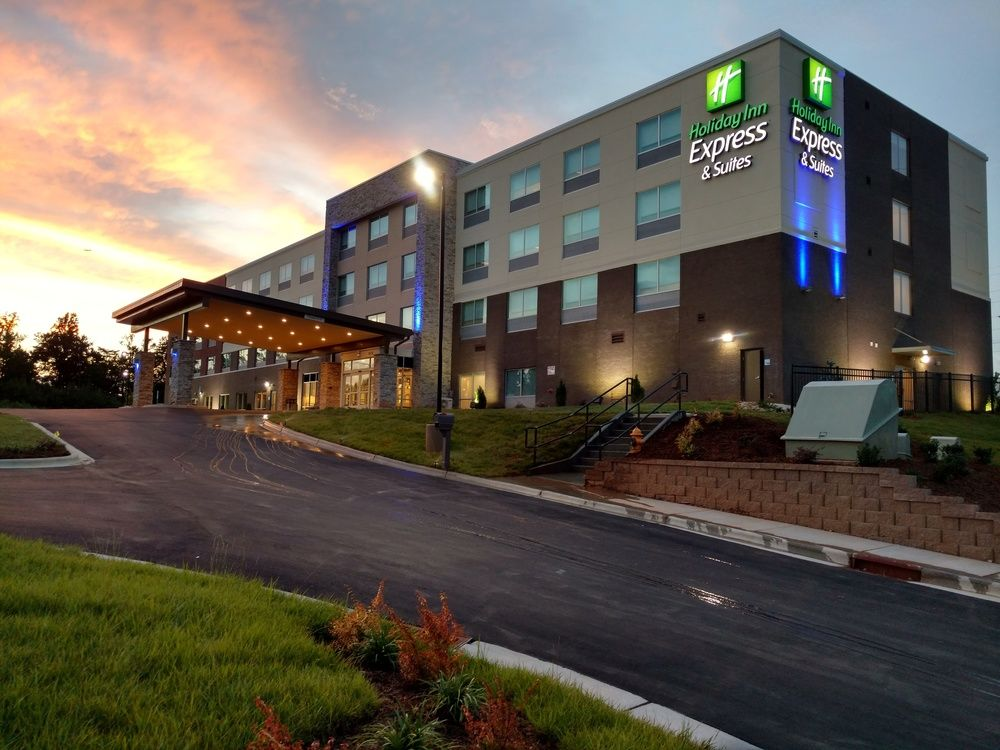 Holiday Inn Express & Suites Charlotte NE University Area