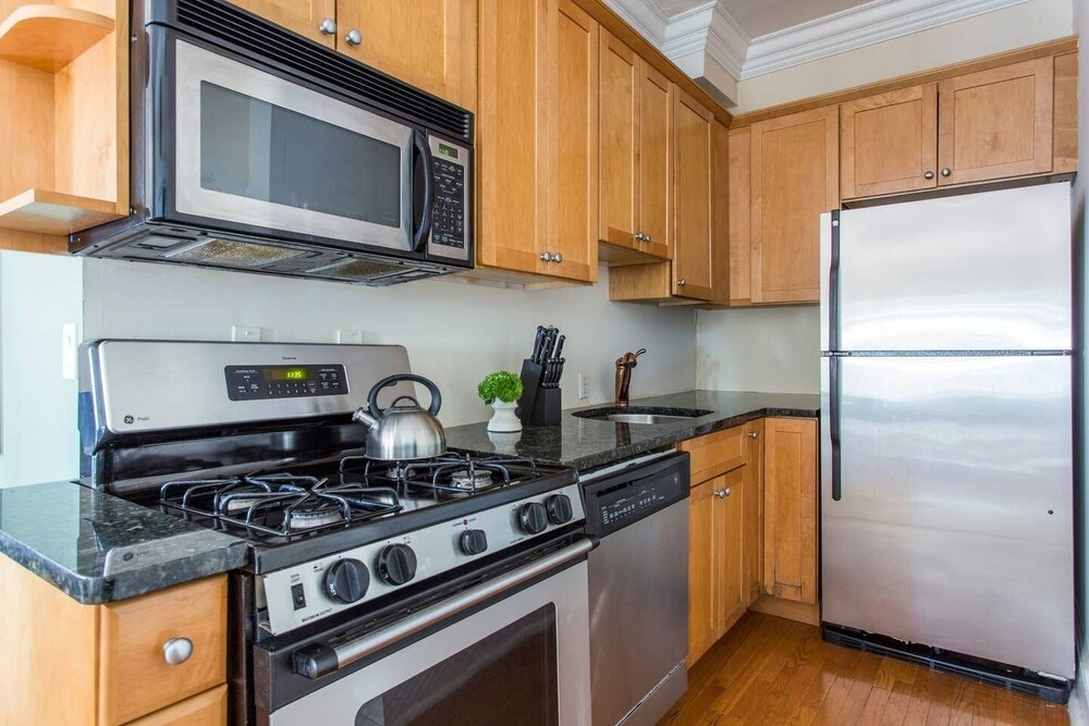 Domio Old City Prime 2BR Apt Near Independence Hall