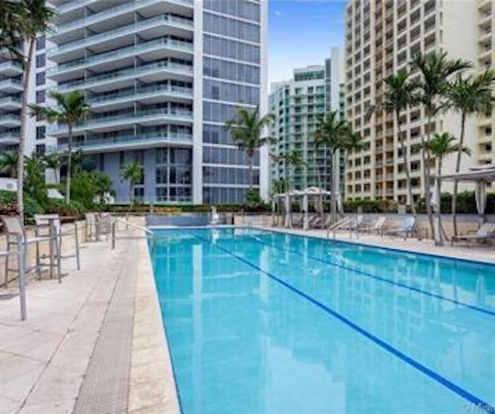 Gorgeous Miami Brickell 2 Bedroom 2 Bathroom Full Service Condo 4 Guests