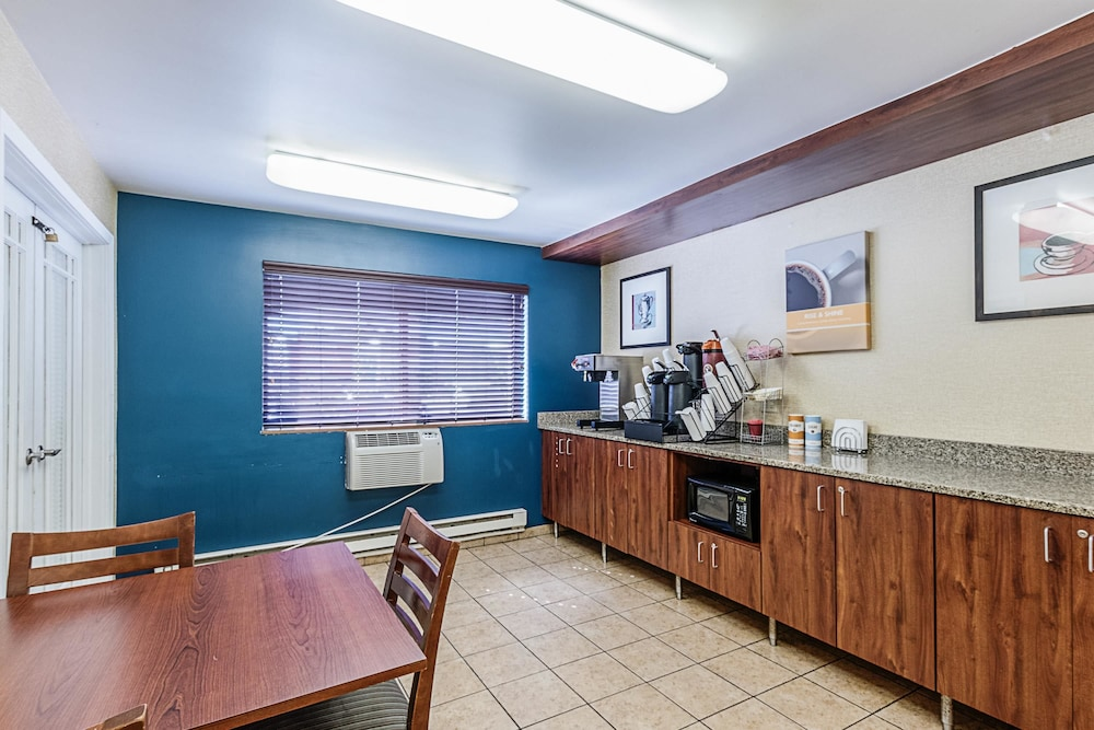 Gallery image of Motel 6 La Crosse WI
