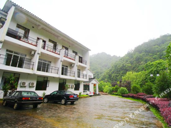 Gallery image of Wolongtan Hotel