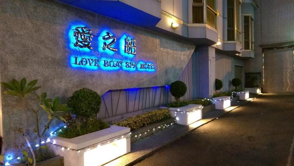 Love Boat Spa Motel