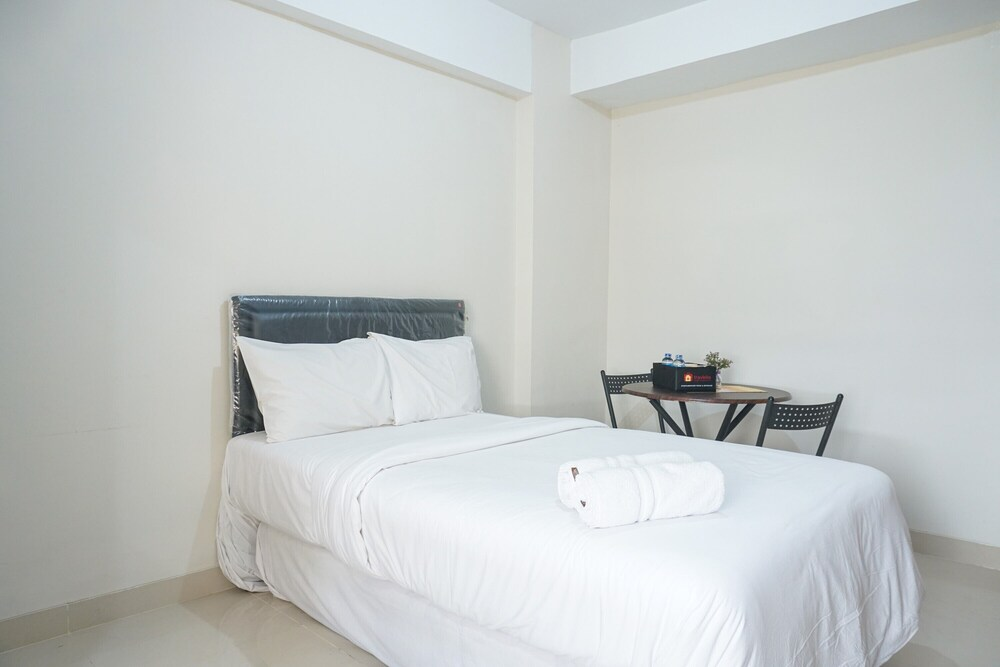 Nice 2BR Green Park View Daan Mogot Apartment By Travelio