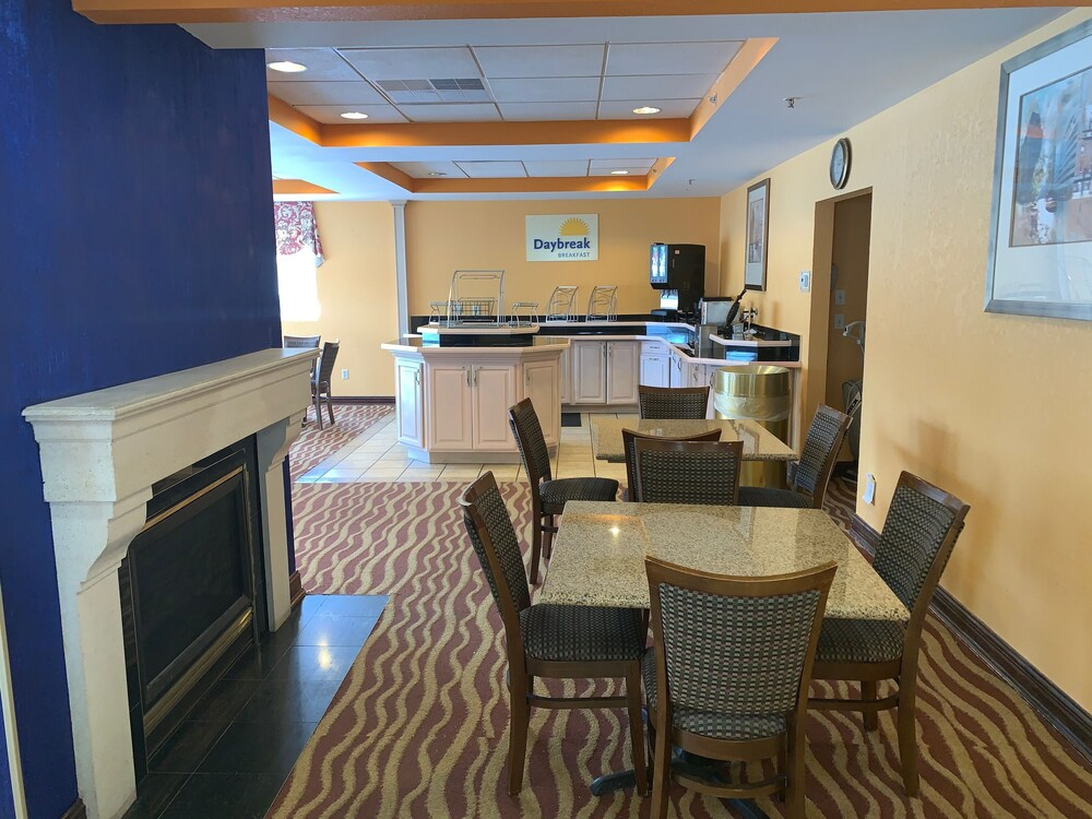 Gallery image of Days Inn & Suites by Wyndham Albany