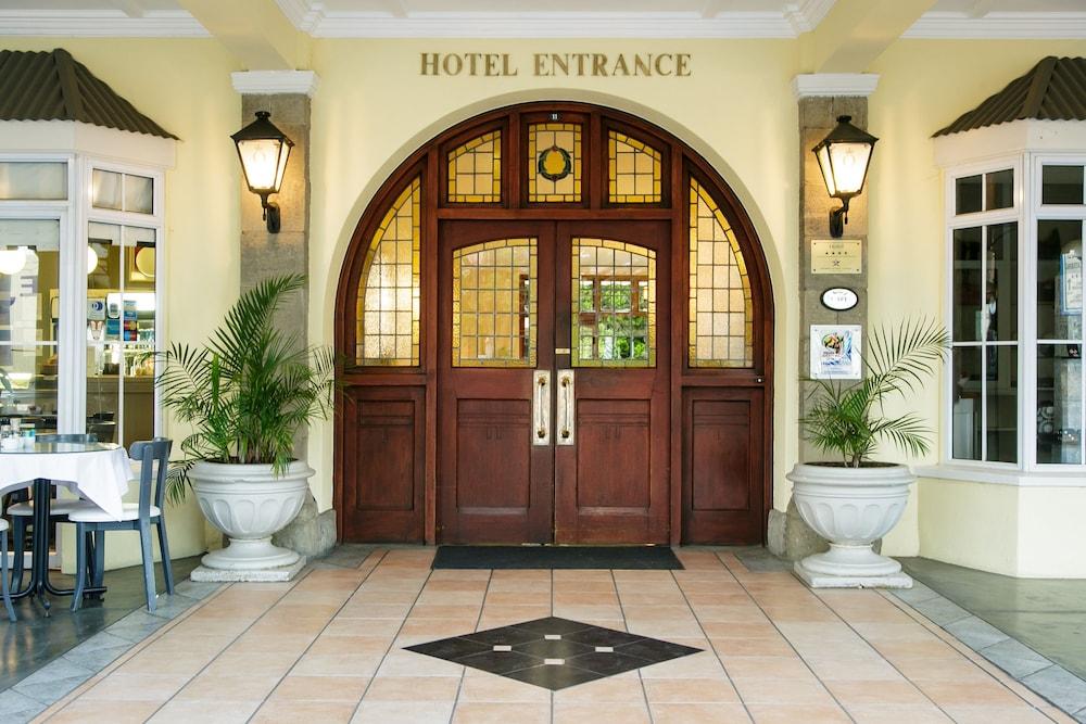 Gallery image of Queens Hotel