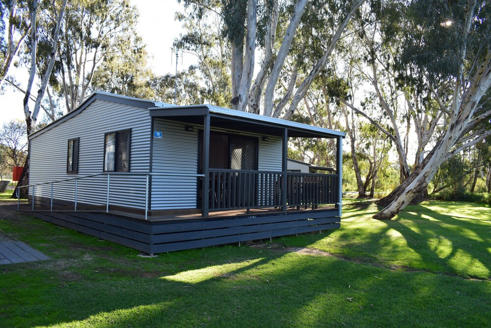 Gallery image of Cohuna Waterfront Holiday Park
