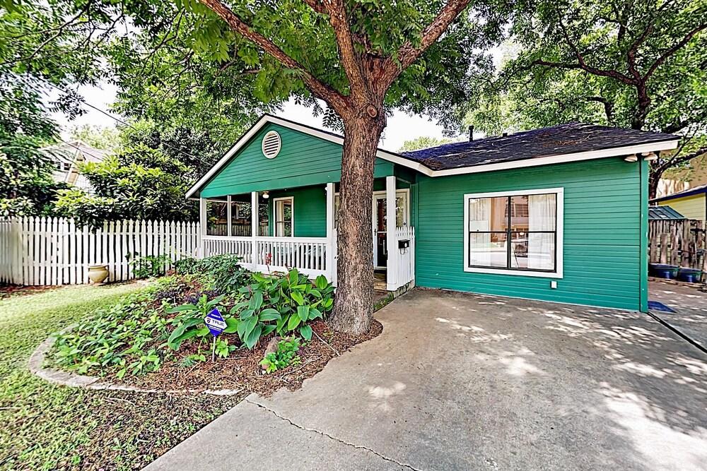 1802 Kinney Avenue Home 2 Bedrooms 2 Bathrooms Home