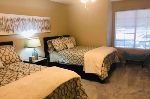 Delightful 4 Bedroom House with Pool and Spa Sleeps 10