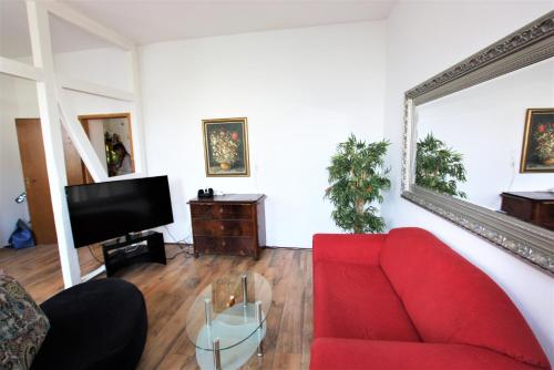 Garden apartment with terrace in central area